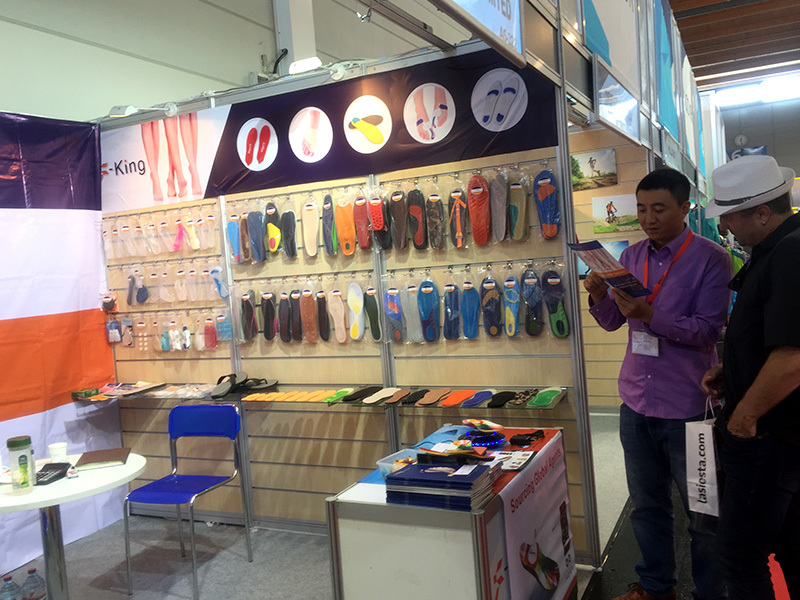 Customers are consulting our pu foam sporting insoles